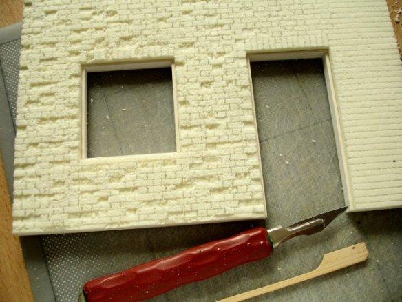 superficies con foamboard Breaking-down-brickwork