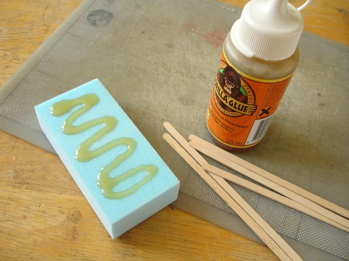 Gorilla Glue test, applying the glue