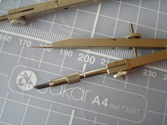 small fixed compass