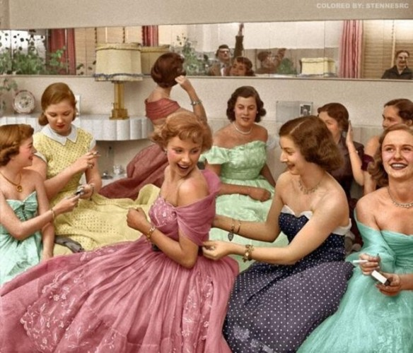 theniftyfifties.tumblr, young women at a 1950s house party