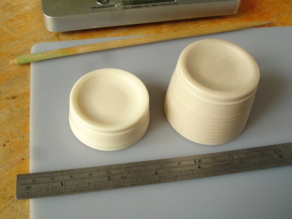 comparison of volume of 30g unfilled resin with 30g plus plaster filler