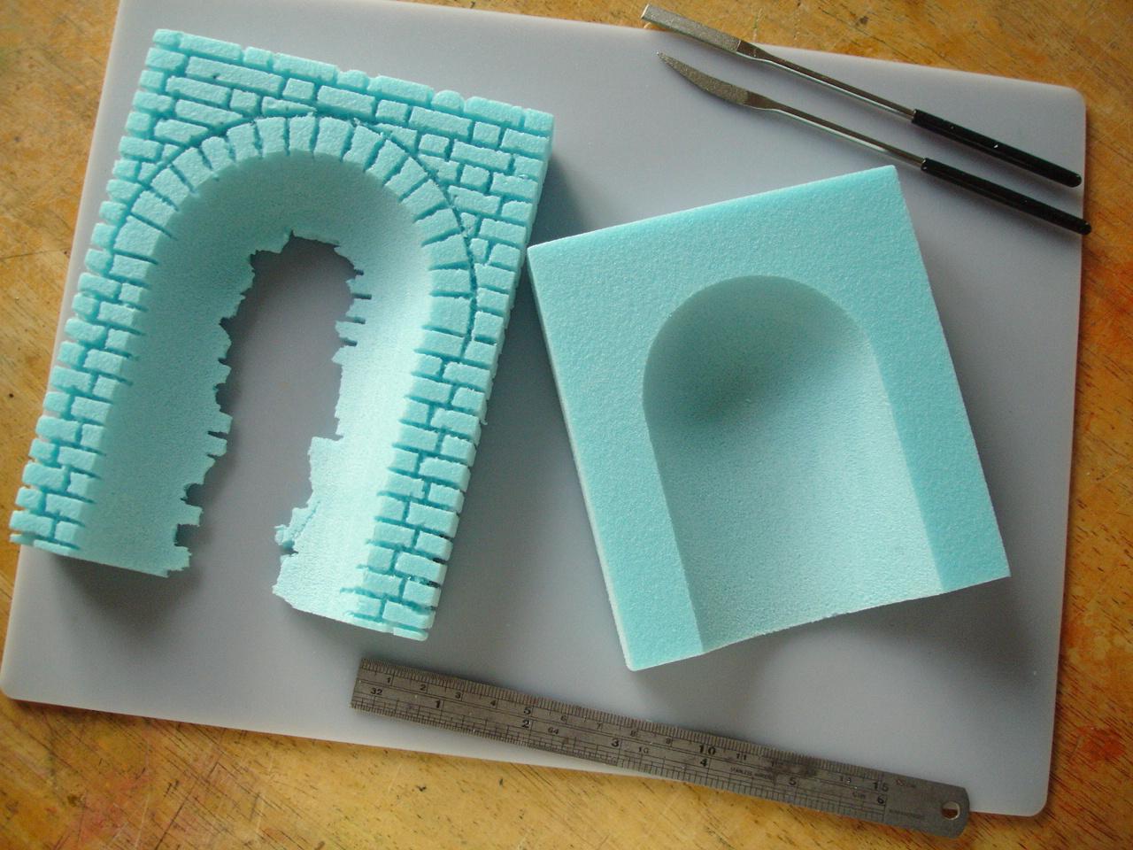 Making a brickwork niche in styrofoam