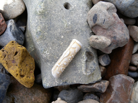 Decorated pipe stem, Thames Foreshore, Tower of London, TDP