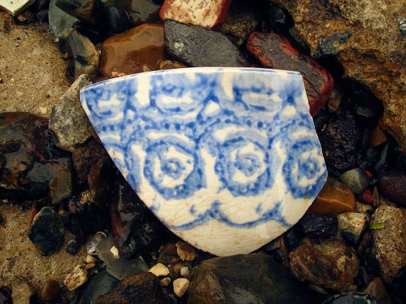David Neat, Thames Foreshore, hand-painted sherd, Deptford August 2017